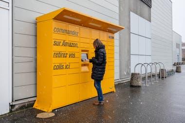 Один из пунктов доставки заказов системы Amazon Locker в Страсбурге, Франция