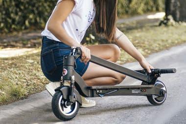 При весе 13,5 кг человек может без проблем перевозить скейтборд Fiat.