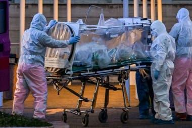 В Италии инфекции достигли 12 000 случаев и более 1800 инфицированных