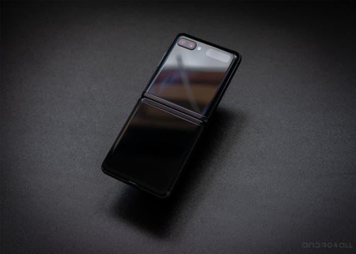 "Samsung Galaxy Z Flip black ""srcset ="" https://andro4all.com/files/2020/05/Samsung-Galaxy-Z-Flip- black-700x500.jpg 700 Вт, https://andro4all.com/files/2020/ 05 / Samsung-Galaxy-Z-Flip-black-400x286.jpg 400 Вт, https://andro4all.com/files/2020/05/Samsung-Galaxy-Z-Flip- black-220x157.jpg 220 Вт ""размеры ="" ( max-width: 700px) 100vw, 700px ""data-attachment-id ="" 418424 ""data-orig-file ="" https://andro4all.com/files/2020/05/Samsung-Galaxy-Z-Flip-black. jpg ""data-orig-size ="" 1400,1000 ""data-comments-open ="" 1 ""data-image-meta ="" {""aperture"": ""0"", ""credit"": """", ""camera"": "" "","" caption "":"" "","" creation_timestamp "":"" 0 "","" copyright "":"" "","" focal_length "":"" 0 "","" iso "":"" 0 "","" shutter_speed "":"" 0 "","" title "":"" "", ориентация"": ""1"", ""ключевые слова"": ""Массив""} ""data-image-title ="" Samsung Galaxy Z Flip black ""data-image-description ="" ""data-medium-file ="" https://andro4all.com/files/2020/05/Samsung-Galaxy-Z-Flip-lack-400x286.jpg ""data-large-file ="" https://andro4all.com/files/2020/05/Samsung -Galaxy-Z-Flip-black-700x500.jpg ""/>   <img width="