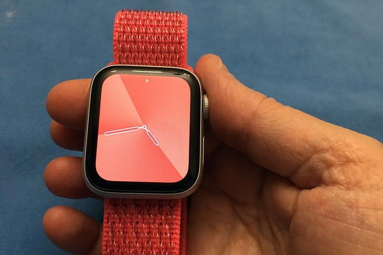 Apple Watch в руке