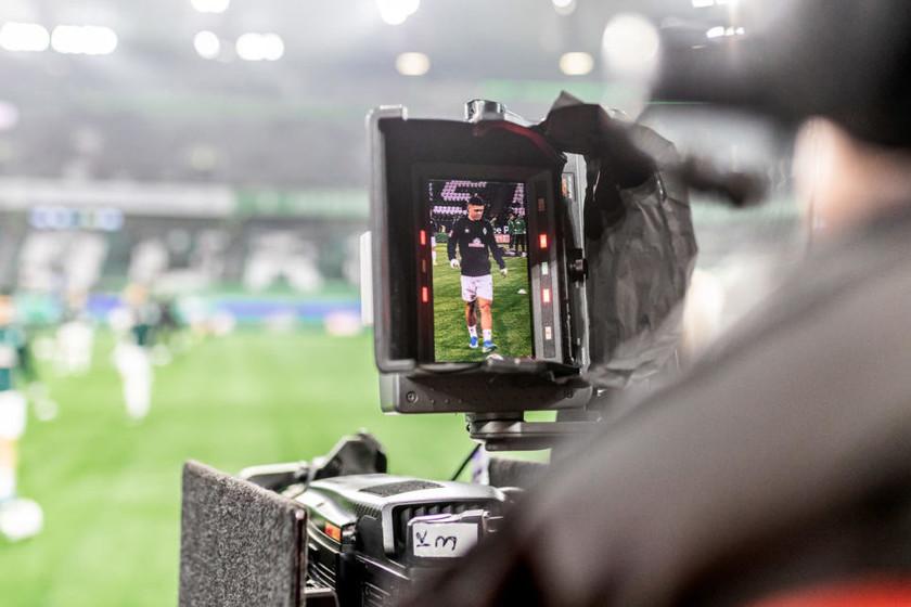 Вертикальная футбольная игра с мобильного телефона: Немецкая футбольная лига впервые в мире вышла в эфир в 9:16