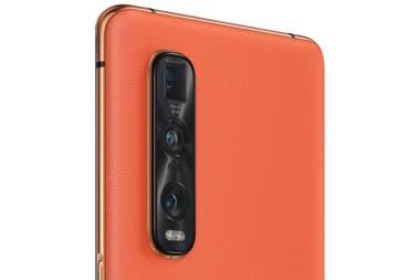 Oppo Find X2 доступен в версии с оранжевой экокожей; здесь, рядом с тройной задней камерой