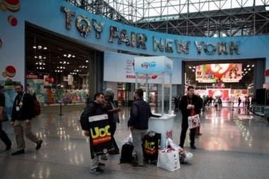 В этом году на выставке игрушек в этом году приняли участие 100 владельцев каналов YouTube.