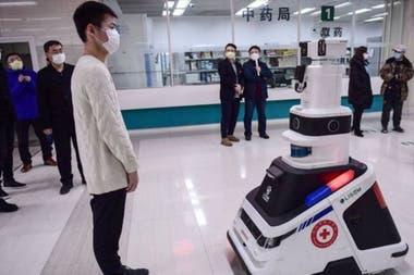 Больницы используют роботов для борьбы с эпидемией коронавируса