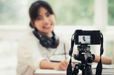 С камерой или телефоном и хорошим интернет-сервисом вы можете легко сделать прямой эфир