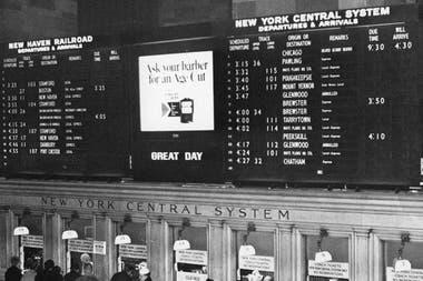Доска Solari на Гранд Сентрал Терминал в Нью-Йорке, в 1966 году