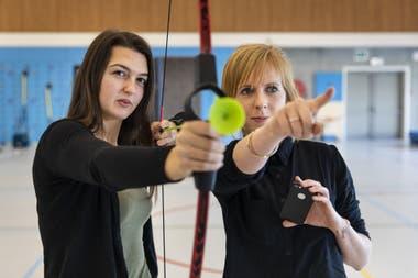 Ханна Холеманс (слева) и Eefje Battle в спортивном инновационном кампусе Университета прикладных наук Howest в Брюгге, Бельгия