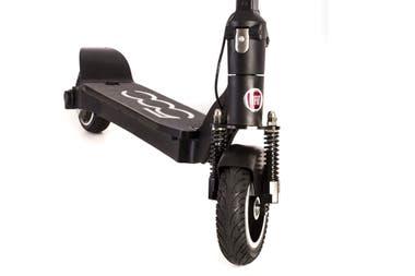 Электрический скутер может выдержать вес пассажира до 120 кг и имеет жесткие резиновые колеса и хорошую подвеску