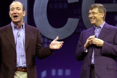 Джефф Безос с Биллом Гейтсом во время выпуска Office XP в 2001 году. У основателя Amazon, казалось, была довольно сдержанная жизнь, но она осталась позади