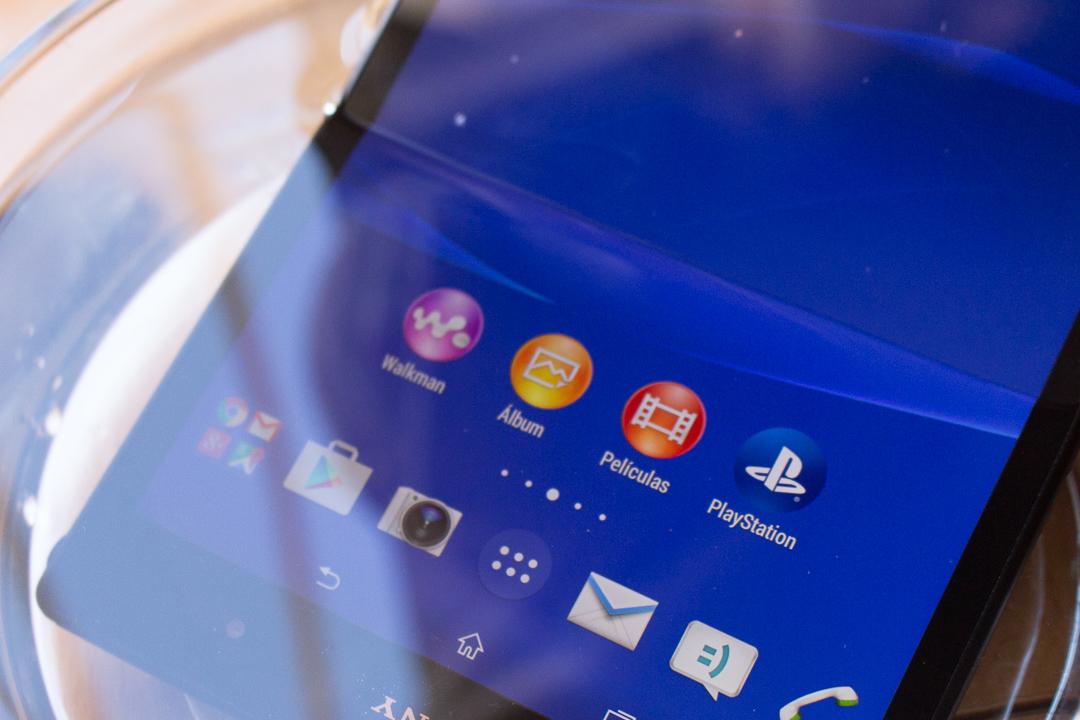 """Sony-Xperia-Z3-Tablet-Compact-analysis-1-2 """"ширина ="""" 1080 """"высота ="""" 720 """"srcset ="""" https://elandroidelibre.elespanol.com/wp-content/uploads/2015/01/Sony -Xperia-Z3-Tablet-Compact-analysis-1-2.jpg 1080w, https://elandroidelibre.elespanol.com/wp-content/uploads/2015/01/Sony-Xperia-Z3-Tablet-Compact-analisis- 1-2-400x266.jpg 400 Вт, https://elandroidelibre.elespanol.com/wp-content/uploads/2015/01/Sony-Xperia-Z3-Tablet-Compact-analisis-1-2-680x453.jpg 680 Вт """" размеры = """"(максимальная ширина: 1080px) 100vw, 1080px"""" /></p> <p>Короче, <strong>дизайн очень удачный</strong> В этом Sony Xperia Z3 Tablet Compact: его можно держать одной рукой без каких-либо проблем, и он очень удобен в повседневном использовании. Кроме того, <strong>Сертификация IP68</strong> Это очень важный плюс, который есть у нескольких планшетов.</p> <h2>экран</h2> <p><img class="""