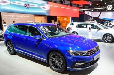 Volkswagen поставил 11 миллионов автомобилей в прошлом году, по сравнению с 367 500 Tesla