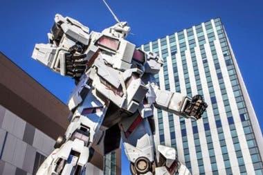 Такие гуманоиды, как Gundam и Transformers - роботы, которые могли принимать форму транспортных средств, появились в 1980-х годах в Японии и являются частью поп-культуры многих стран.