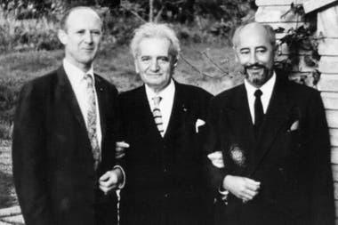 Теодор фон Карман (в центре) был одним из пионеров исследований развития авиации