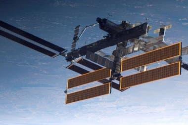 Международная космическая станция (EEI) может разместить шесть астронавтов и требует от 75 до 90 кВт энергии для всех ваших потребностей