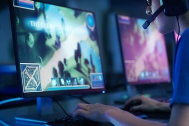 Steam - это онлайн-платформа, специализирующаяся на видеоиграх для персональных компьютеров, где Counter Strike, Dota 2 и PUBG выделяются как самые популярные игры.