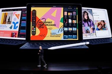 Планшет iPad уже имеет седьмое поколение оборудования, доступен с экранами различных размеров и имеет такие аксессуары, как клавиатура и стилус